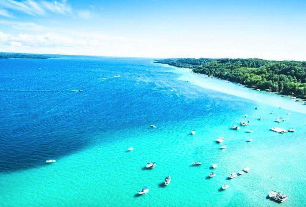 Torch Lake in Michigan Looks Like Caribbean Paradise. Have ...