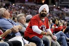 When the racist tweet started making the rounds online, Raptors fans — and Bucks fans, for that matter — were quick to defend his honour, reminding us that sports can be a powerful tool for bringing people together. And even more amazingly, the man behind the racist tweet later got in touch with Bhatia in order to offer his own personal apology. The man claimed he had never been outside of Wisconsin and was not familiar with the Sikh culture.