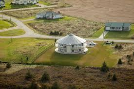 The Around the Sea Rotating House, in North Rustico, PEI is the world's only rotating rental house . It sports a 50-foot deck, overlooking National Park Beach, to which you'll have private access, not to mention all the comforts of home, plus 360 degree views. Would you like to stay here for a vacation?