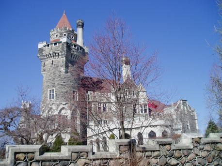 Have ever been to the Casa Loma in Toronto, Canada? This is some what similar to the Biltmore house in Ashville.