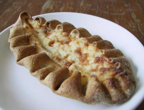 (image credit: puustelliusa.com) Karelian pies (Karjalanpiirakka) are rye bread dough baked around a porridge filling. The porridge is usually made from a combination of rice, eggs, and butter. Have you ever tried a Karelian pie?