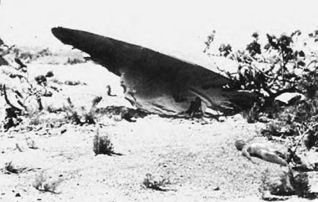 New Mexico: UFO Crash at Roswell - In 1947, something big, really, really big, crashed on a ranch northwest of Roswell. Members of the U.S military quickly came to retrieve the debris, which led some to believe that it was something they wanted to cover up... a UFO, perhaps? Adding to the mystery, Jesse Marcell, Jr., son of one of the military officers charged with clearing the site, later described the debris he saw his father bring home as being made of lead foil with