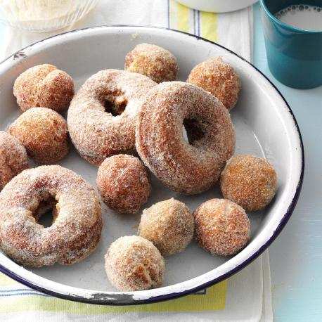 New Hampshire – Cider Donuts - Donuts are pretty big around the world, and there's no doubt about the fact that we love this sweet treat. After all, you can't go wrong with sugary goodness, and donuts are full of this goodness. However, it seems as though they do things a little differently in New Hampshire. Instead of topping their donuts with icing and all kinds of weird and wonderful sprinkles, they like to put the fun in the dough instead. Yes, their donuts are made with cider, and it's been said that this not only gives a little kick in terms of the drink itself, but it also adds to the flavor. Have you ever had this food?