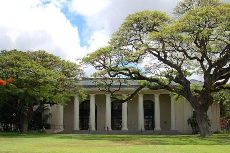 Hawaii: Hawaii State Library - Hawaii State Library, known for its beautiful Greco-Roman style architecture, is the flagship library of the only statewide library system in the nation. Have you ever visited this library?